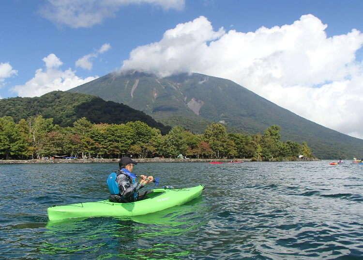 初心者でも楽しい!新緑も紅葉も美しい中禅寺湖の「カヤックツアー」体験レポート