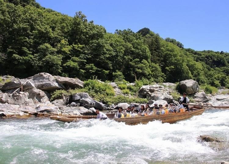夏季:乘着湍急激浪体验水上活动「长瀞泛舟」