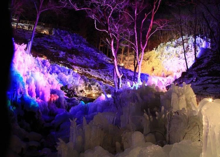 冬季:神秘壮阔的冰雪世界「芦之久保冰柱」