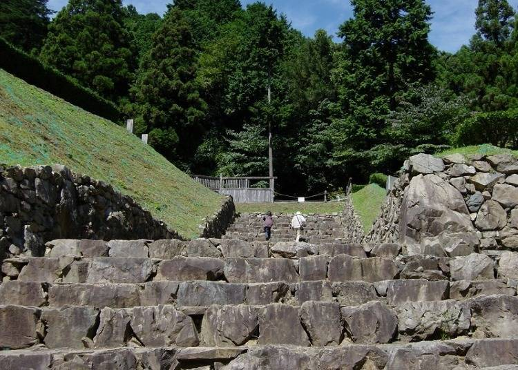 """Get into the Warring States mood with """"Hachioji Castle Ruins"""""""