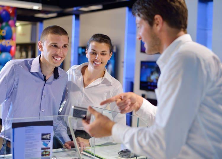 가전 판매장 직원이 프로뿐이다. 왜 그렇게 잘 알고 있지?(미국인 남성)