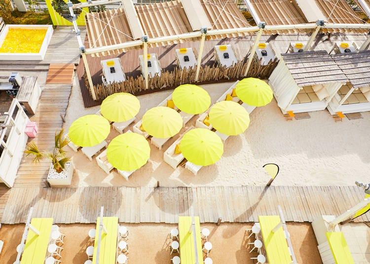1.新宿駅の屋上に黄色いビーチが出現!? 「Happy Yellow Beach」【ルミネエスト/新宿】