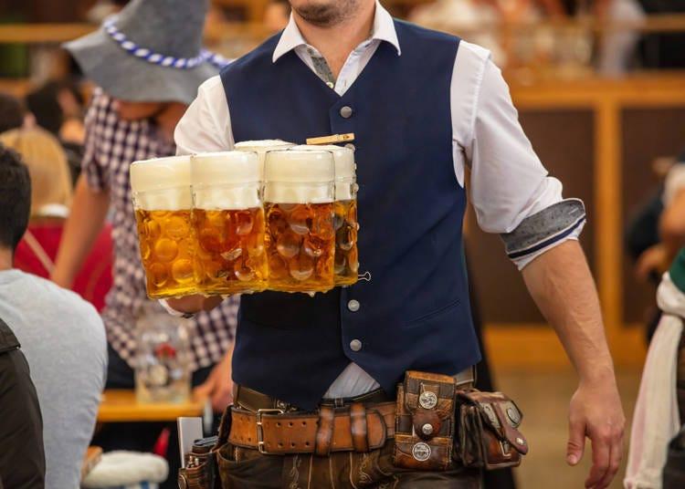 野外でビールは鉄板の「ビアガーデン」