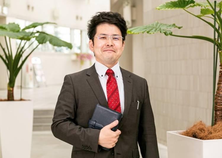 New Chitose Airport's PR Staff Explains Portom Hall's Activities