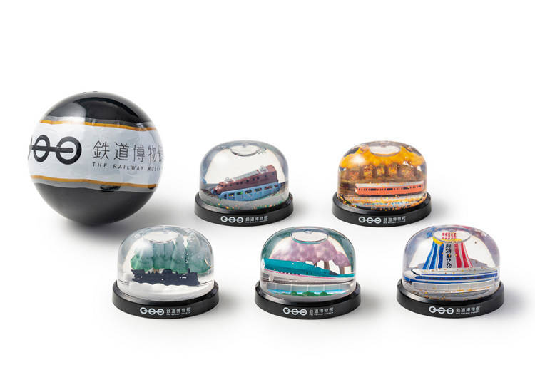 ■ A Shinkansen snow globe to remember your trip by