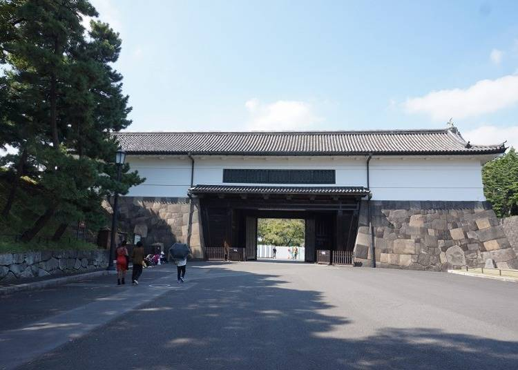 Sakurada-mon: The largest existing gate to the Imperial Palace