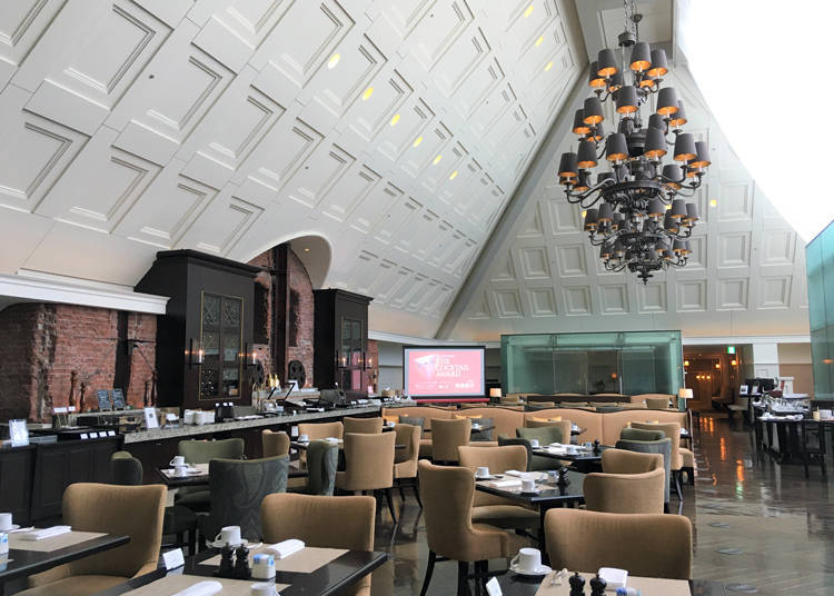 Enjoy breakfast at the central atrium on the top floor of Tokyo Station