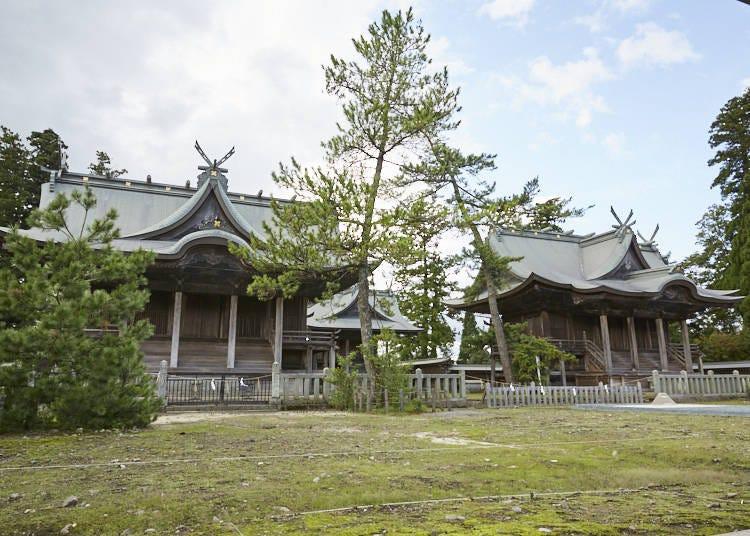 ■復旧工事中の「阿蘇神社」で狩猟採集民族の歴史と火山信仰に思いをはせる