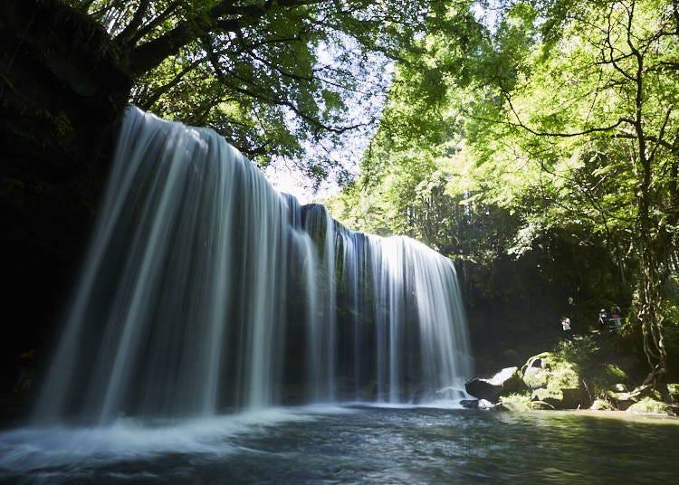 ■火山創造出的奇蹟自然之美。「鍋之瀑布」的清新負離子洗淨身心靈