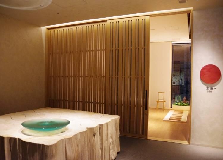 15mの壁に囲まれた露天風呂が圧巻!