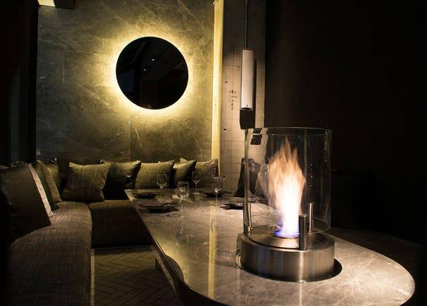 間接照明だけのムーディなレストラン。表参道の夜景を肴に贅沢食材を楽しむ「マーサーブランチ テラスハウス トウキョウ」