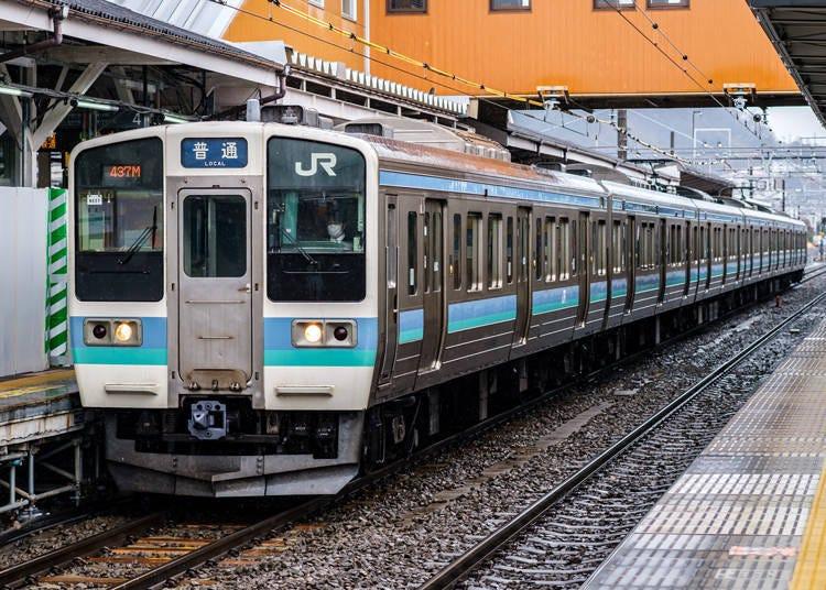 4. JR+富士急行线:列车班次多,适合想悠哉交通的旅人