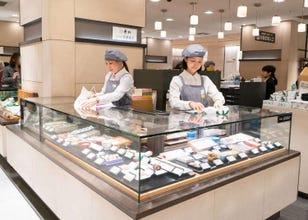 外国人が殺到する伊勢丹新宿店。化粧品、お菓子、手土産など人気の秘密は?