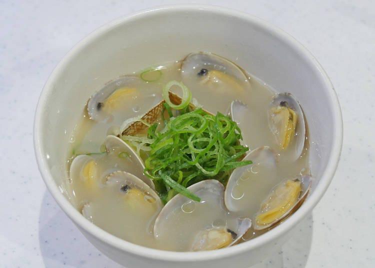 "Plenti of umami! Perfect for sushi: ""Kai no Shio Ramen"" (300 yen + tax)"