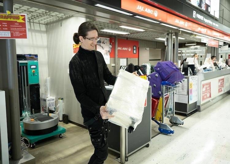 你不可錯過的機場服務4: 透過易碎品裝箱服務來處理隨身行李,別忘了也為你的行李箱進行包膜