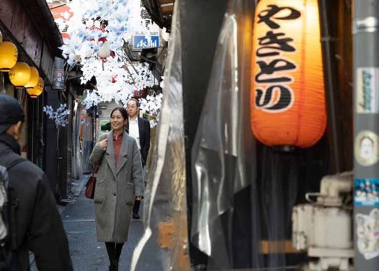 昔のドラマのワンシーンに入り込んだよう! 「OLD新宿」スポット1:賑わうのは夜だけではありません!「新宿西口思い出横丁」