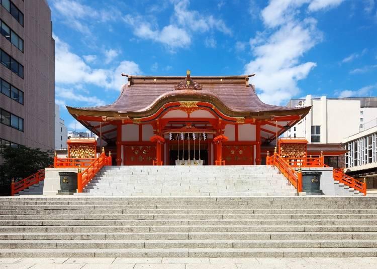 來「新宿總鎮守」祈求好運氣! 第三站:鬧中取靜,有著和風大紅色社殿的「花園神社」