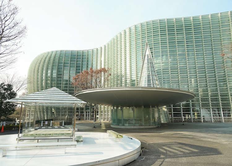 到東京深入探索集眾多魅力於一身的「國立新美術館」-享受藝術、建築、美食等多種體驗