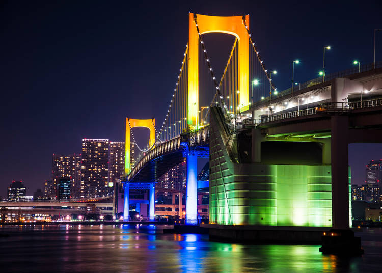 2. Enjoy the spectacular night view that looks like something straight out of an anime