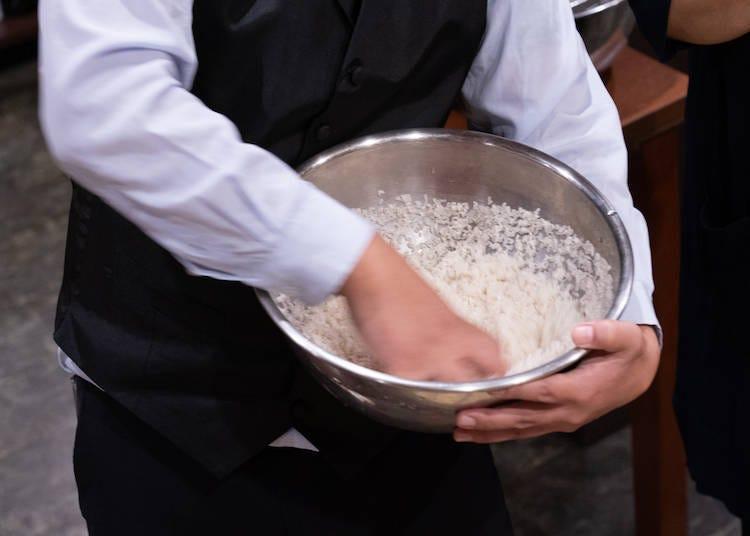 """秘诀2 用""""猫爪""""洗米!"""