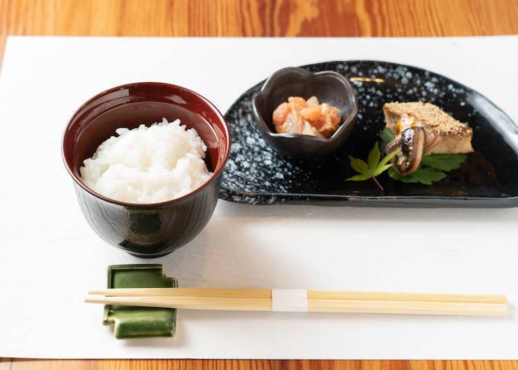 """日本米 x 日本料理的究极美食搭配之一 """"北海道产梦品丽嘉米""""x """"拌鲷鱼松与烤秋刀鱼"""""""