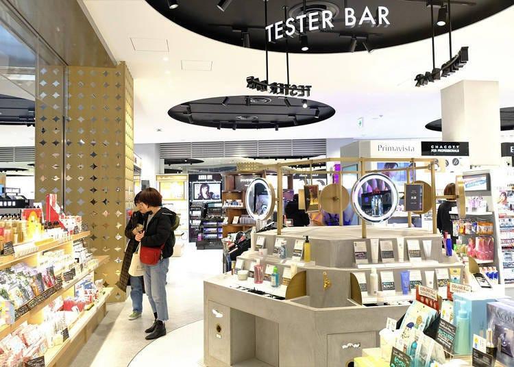 在@cosme TOKYO時下新品到話題產品皆能試用的「TASTER BAR」