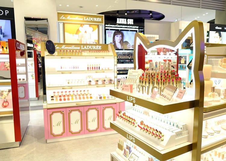 各類美妝相關商品一應俱全的@cosme TOKYO二樓賣場