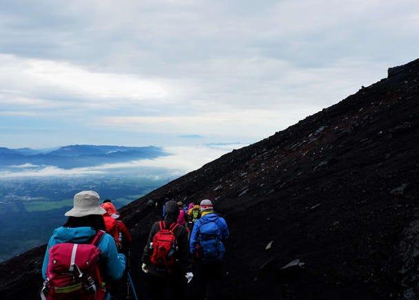 富士登山「須走ルート」の山小屋や注意点は? 日陰がありがたい登山コースのポイントまとめ