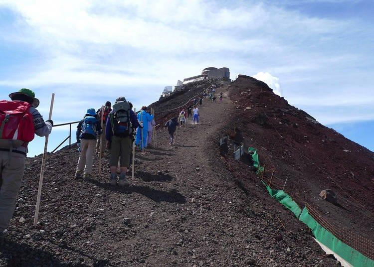 富士山開放季節的夏季天氣概況