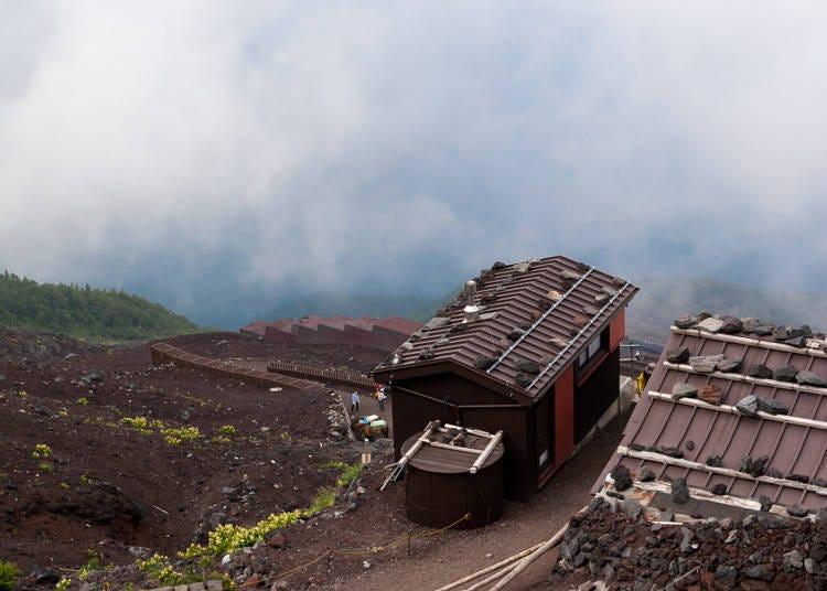 富士山登山注意事项③富士山上禁止扎营!要过夜请到山中小屋去