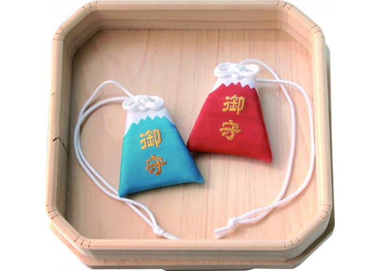 10. 富士山型のかわいいお守りが手に入る「冨士山小御嶽神社」