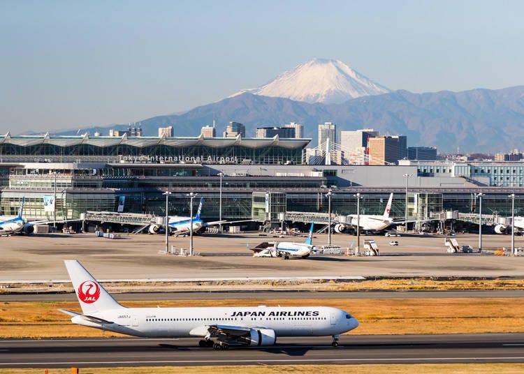 6. 富士山と飛行機が見事にコラボする「羽田空港 第1ターミナル展望デッキ」