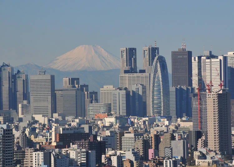 8. 富士山とビル群を同時に楽しめる「文京シビックセンター展望ラウンジ」※2021年7月現在、閉鎖中