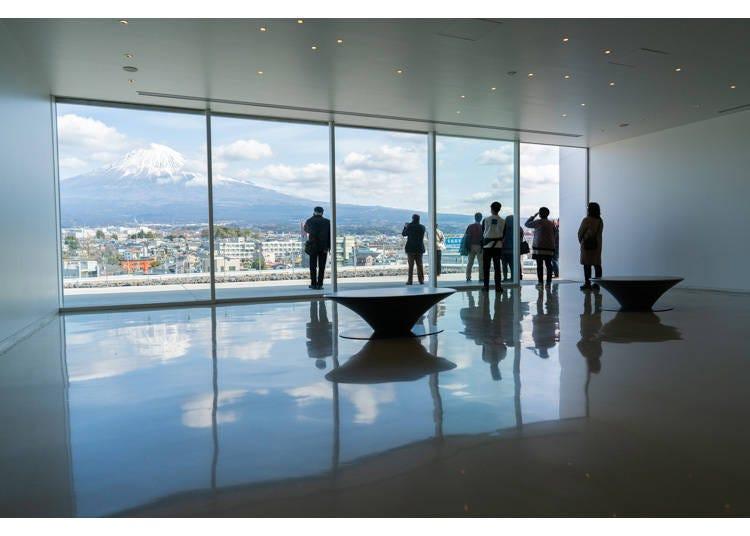 能在富士山世界遺產中心一望富士山美景的「展望大廳」