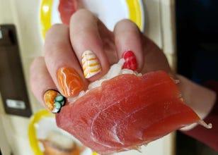 渋谷でネイルに挑戦! 外国人も驚いた、おもしろ寿司ネイル体験レポート
