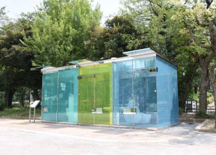 17. スケルトンの透明トイレなど、渋谷区に新設置された公共トイレ