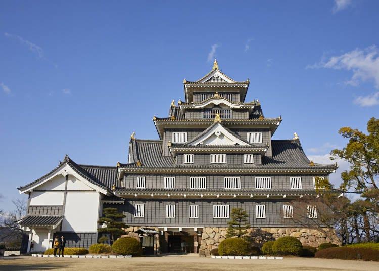 「烏城」の異名を持つ「岡山城」