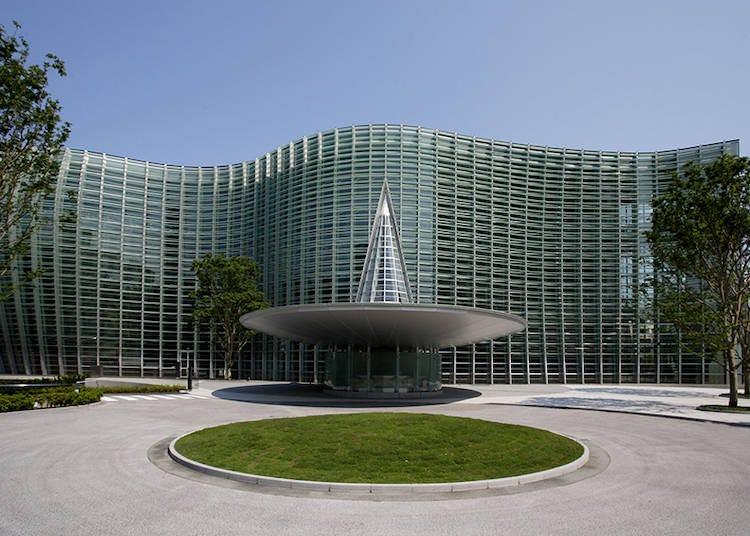 建築美と美食を探求する 国立新美術館(東京)