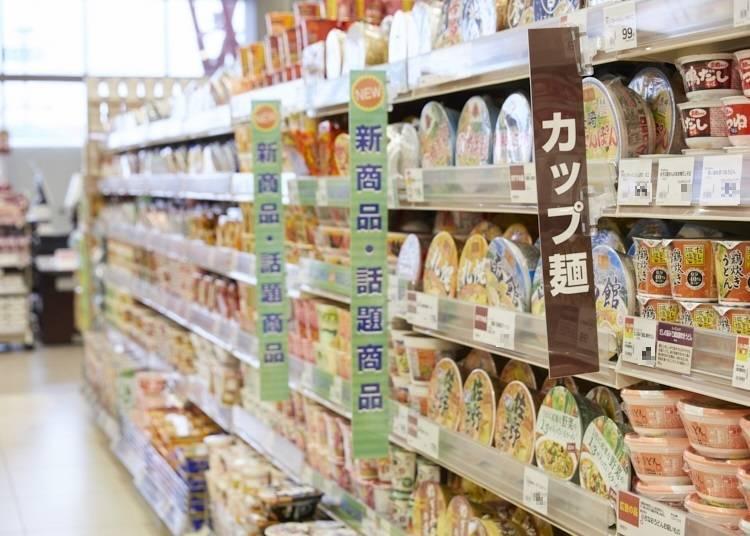 選び方のコツ①カップ麺売り場の中で多くの面積を確保しているものは安定の人気商品