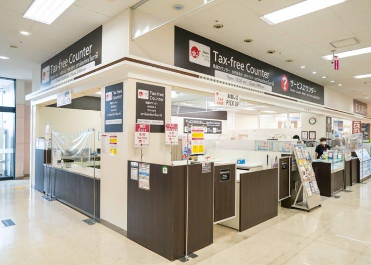 提供多国语言亲切服务的「AEON STYLE成田」免税柜台