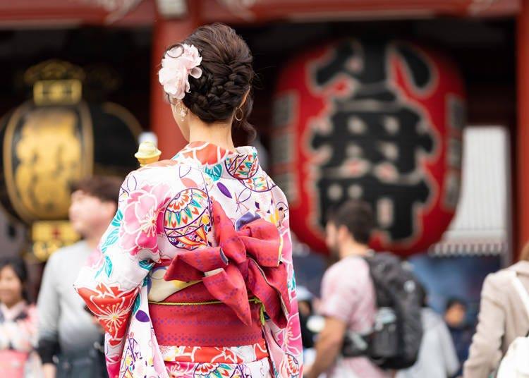 3. 일본의 전통 의상 '기모노'를 입고 아사쿠사 거리 활보하기(?)