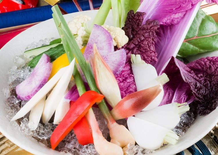 お店のおすすめ「野菜の氷山盛り」(880円・税別)