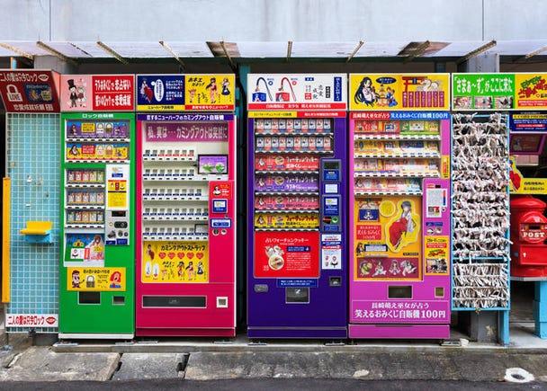 自動販売機がどこでもある。お酒が購入できる販売機も!