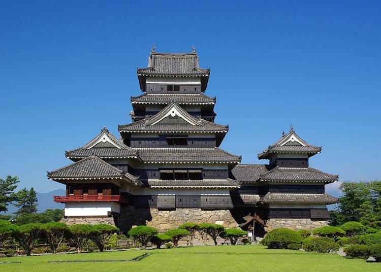 威风壮美的漆黑日本城-松本城
