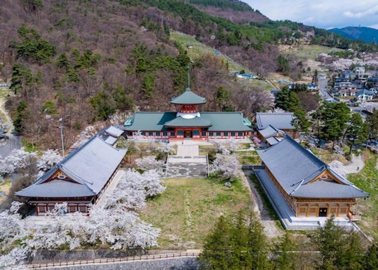 4. Shinshu Zenkoji Temple: Popular with Japanese residents for 1400 years