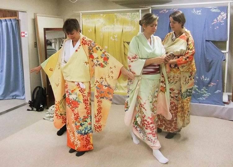 14:「長町友禅館」で、加賀友禅の着物を見学