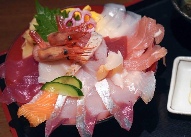 7. 오미초 시장에서 즐기는 해산물 덮밥 곱빼기