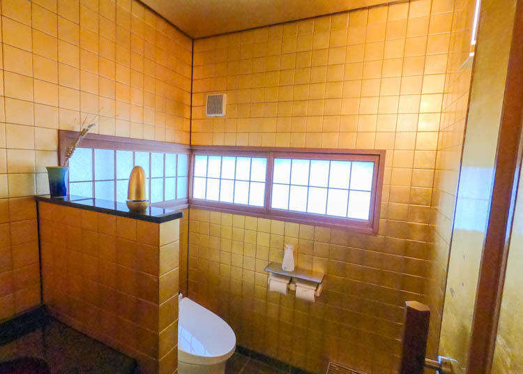 Golden Ice Cream? A Shining Bathroom? Kanazawa's Best Gold Leaf Gourmet and Sightseeing Spots!
