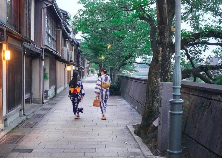 금박을 만끽한 뒤 즐기는 히가시 차야가이와 주변 산책