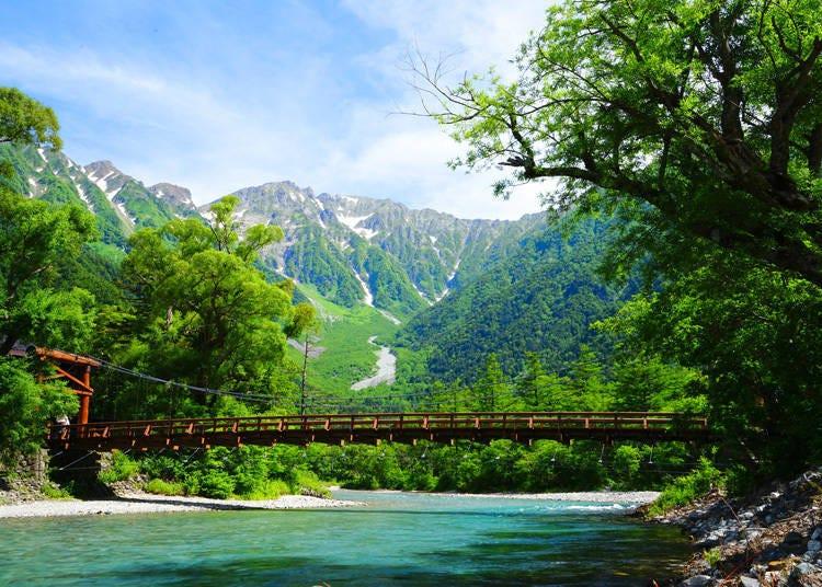 上高地必去景點①上高地最具象徵性的景點-「河童橋」